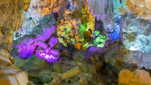 cueva halong bay, viajes a halong bay, espeleologia vietnam, viaje a medida halong bay